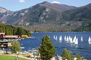 Western Riviera Lakeside Lodging :: Lakeside hotel on Colorado's largest natural lake, Grand Lake. 2 lakeside condos walking distance to shops & restaurants in the west village of Grand Lake. Open year-round!